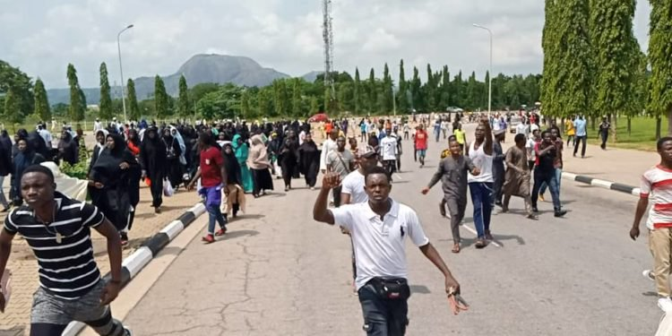 police fire at Shiites