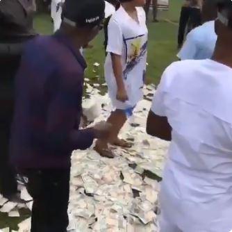 Money Rains As Igbo Big Men Throw Cash At Dancing Couple