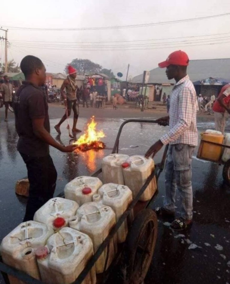 , Angry Kaduna Residents Wash Streets With Soap Shortly After Governor El-Rufai's Visit, No. 1 Information Arena
