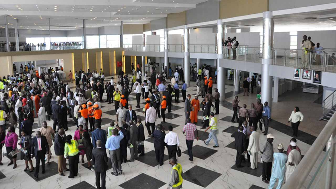How American Man Breaks His Car Key In A Towing Officer's Ear At Lagos Airport