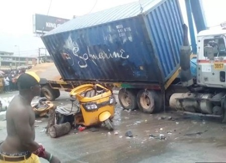 Tragedy-5 dead As Container-laden Truck Falls On Tricycles In Onitsha