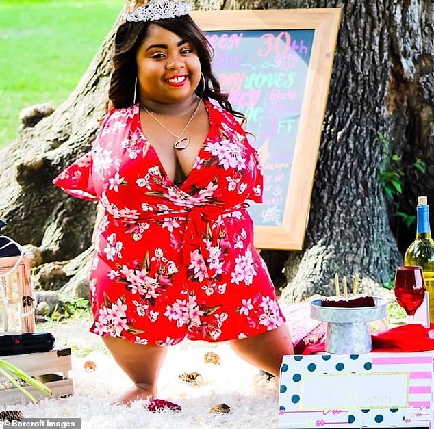 Woman Born With No Arms Or Knees Falls In Love (Photos)