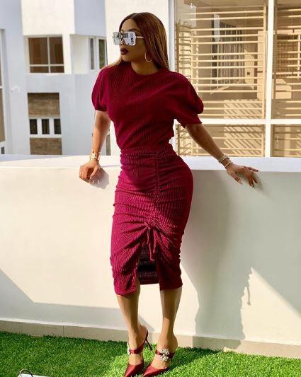 Toke Makinwa Posts Seductive Bikini Pictures Online