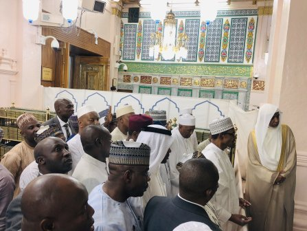 Nigerian President, Muhammadu Buhari Spotted Visiting Prophet Muhammad's Tomb In Saudi Arabia (Video+Photos), Nigerian President, Muhammadu Buhari Spotted Visiting Prophet Muhammad's Tomb In Saudi Arabia (Video+Photos), NewsExtra