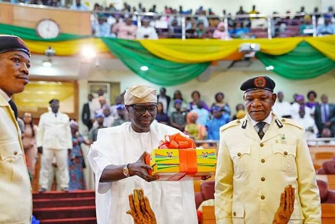 Governor Sanwo-Olu presents N1.1 trillion 2020 budget