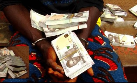 Nigerian Customs intercept fake currency from a suspect