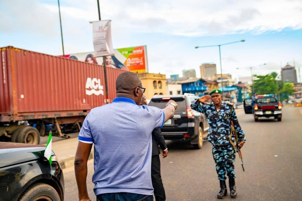 Governor Babajide Sanwo-Olu apprehending traffic offenders