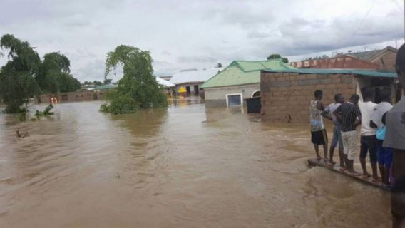 pupils drown in flood