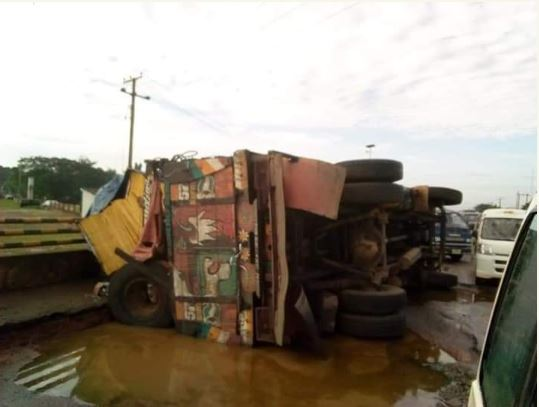 Fallen truck, Imo State