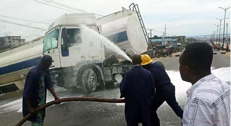 Petrol tanker falls in Onitsha