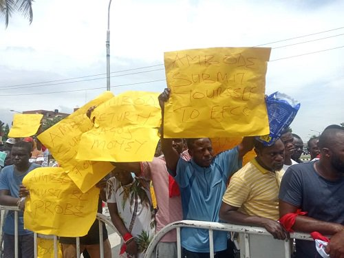 Protesters against Ambode