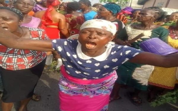 Women and youths protest lockdown order in Delta