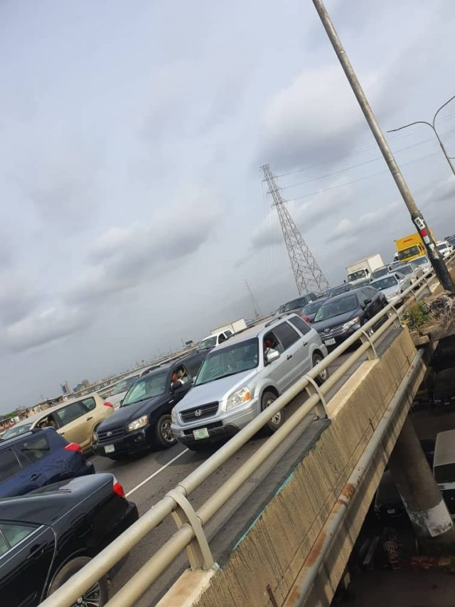 Traffic on 3rd mainland bridge despite lockdown order
