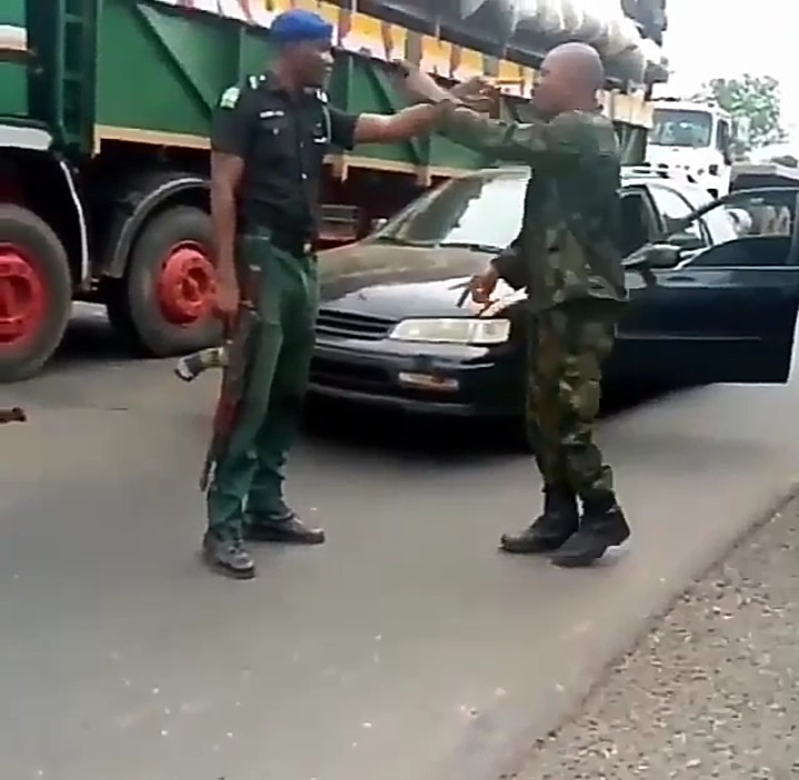 The police and soldier fighting in broad daylight