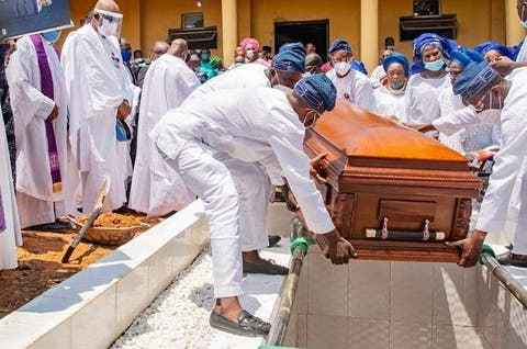 Late Afenifere Leader, Pa Ayo Fasanmi has been buried
