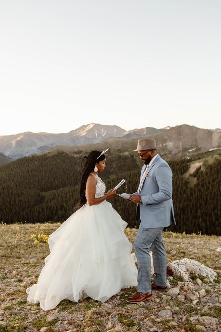 The wonderful couple wedded on top 12ft-high mountain