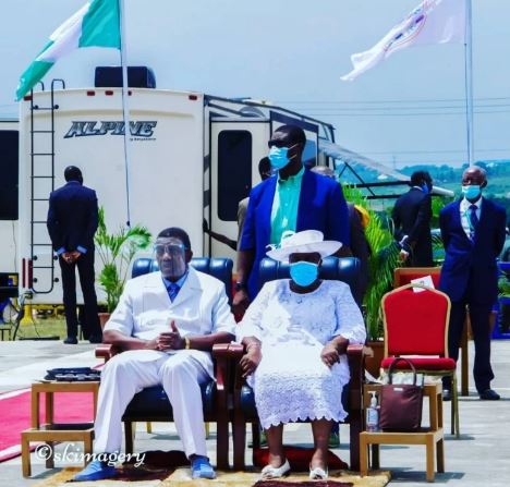 Pastor Enoch Adeboye and his family rocking faceshield and masks