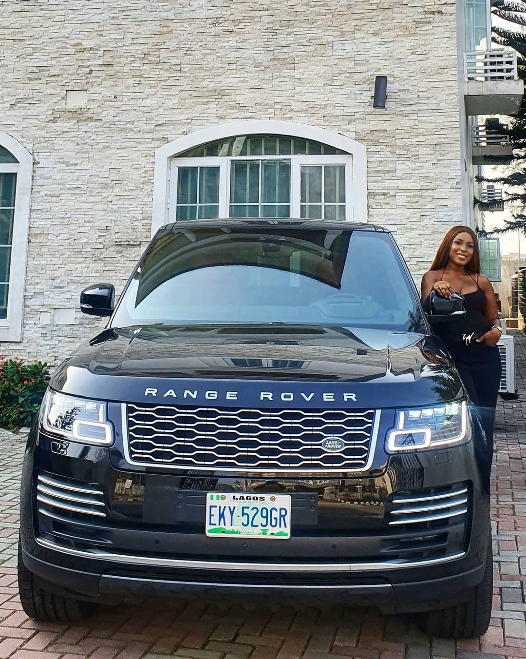 Linda Ikeji Shows Off 2020 Range Rover Autobiography Car She Just Bought (Photos)