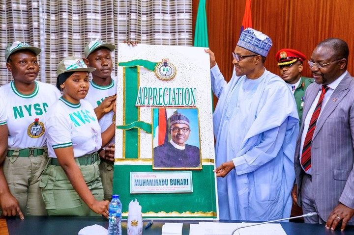 President Muhammadu Buhari welcomes corpers on a courtesy visit