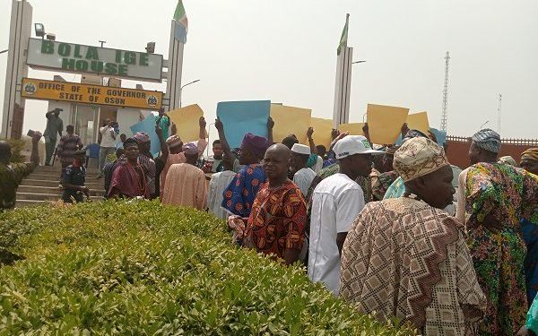 Protesters demanding the suspension of Oluwo of Iwo