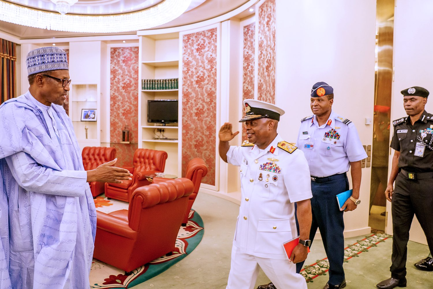 Buhari meets with his service chiefs and IGP