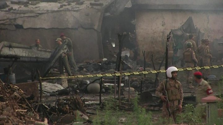 Pakistan military aircraft crashes, 2 pilots killed