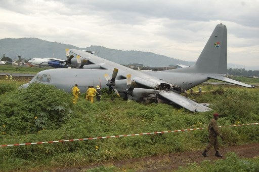 plane crash-lands