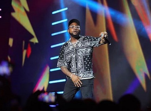 Davido performing at the Soundcity MVP awards