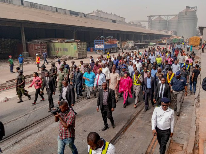 Minister Rotimi Amaechi inspects construction site
