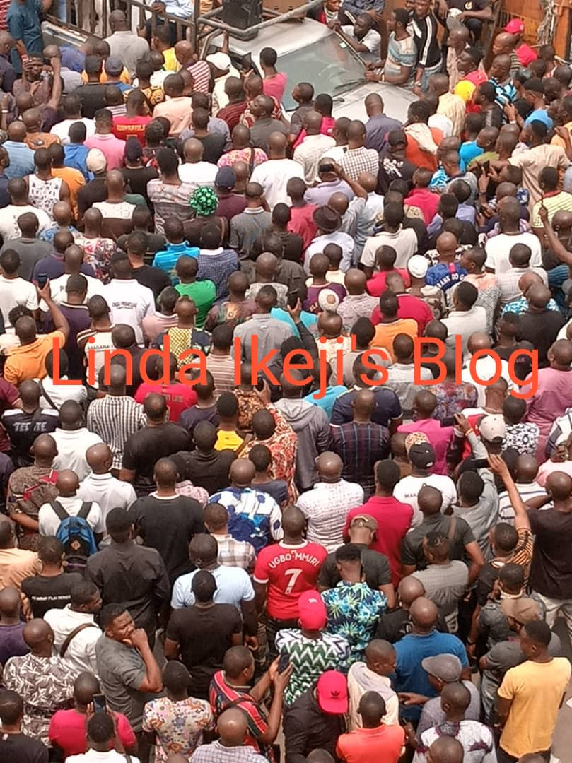 Igbo traders protesting after being told to pay Iya Loja