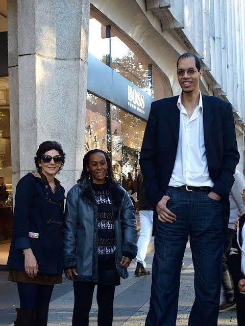 Brahim Takioullah is the second tallest man in the world