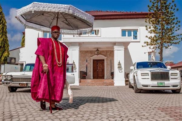 His Royal Majesty, Alaiyeluwa Oba Saheed Elegushi (Kusenla III)