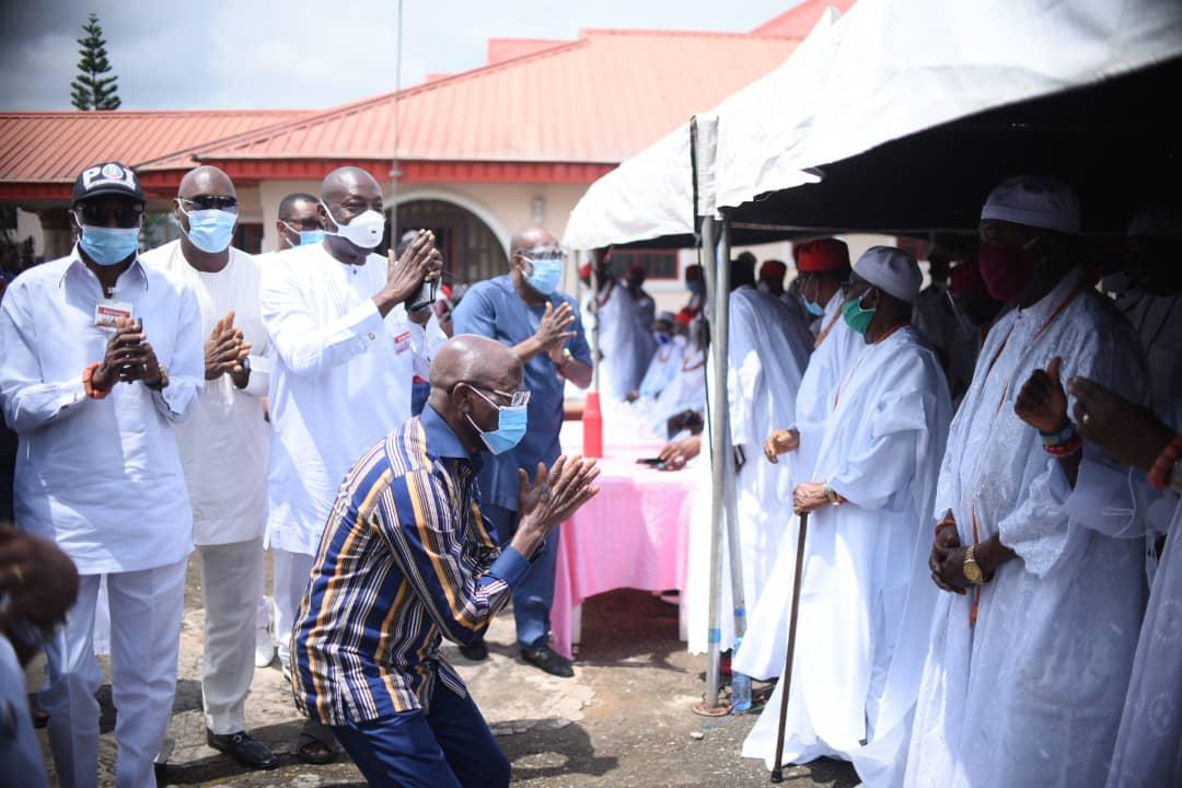 Adams Oshiomhole kneels to beg for forgiveness