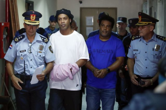 Ronaldinho used cloth to cover the handcuffs