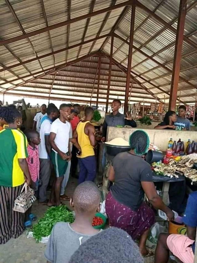 Bayelsa youths storm market to ensure prices of food items are not hiked
