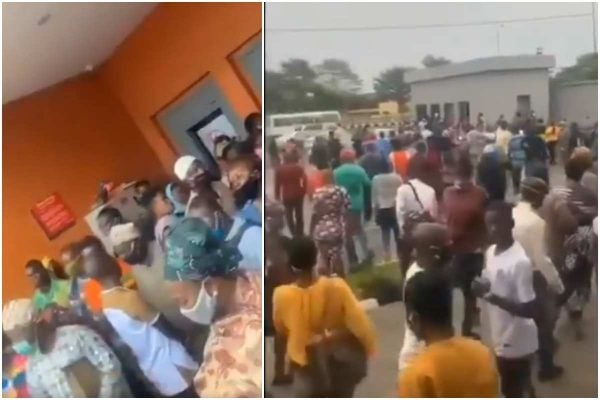 Nigerians crowd bank in Lagos