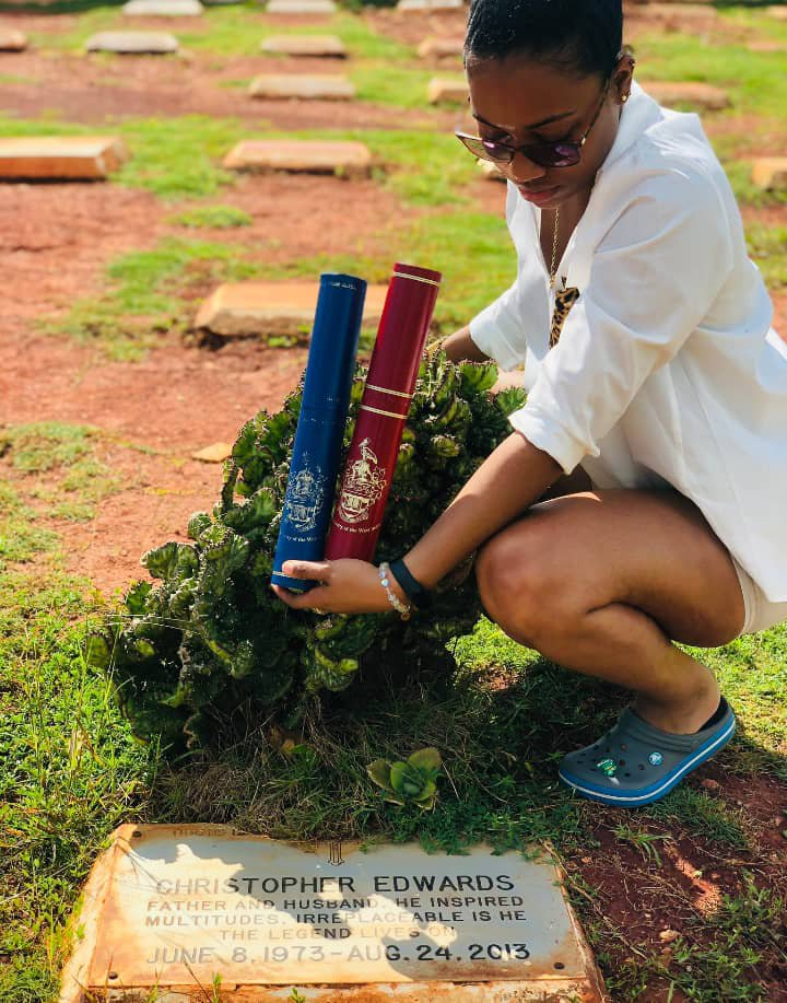 The lady presenting her degrees at her late father's grave