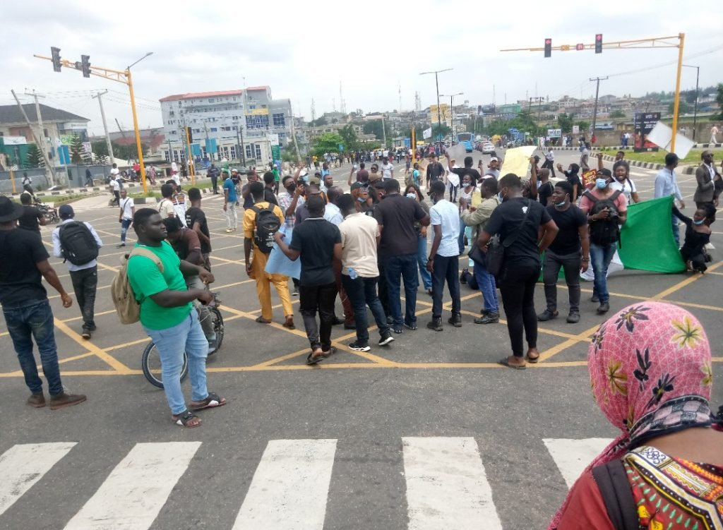 #EndSARS protesters block road in Ogun state