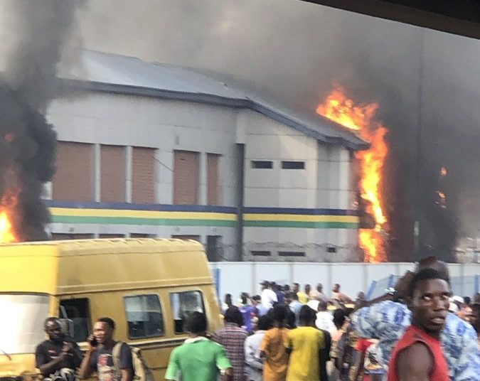 The police station set on fire in Lagos