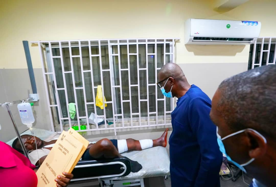 Governor Babajide Sanwo-Olu at the hospital to see gunshot victims from the Lekki toll gate shooting