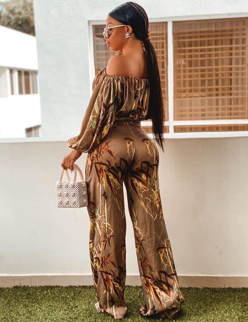 Toke Makinwa shows off her bum