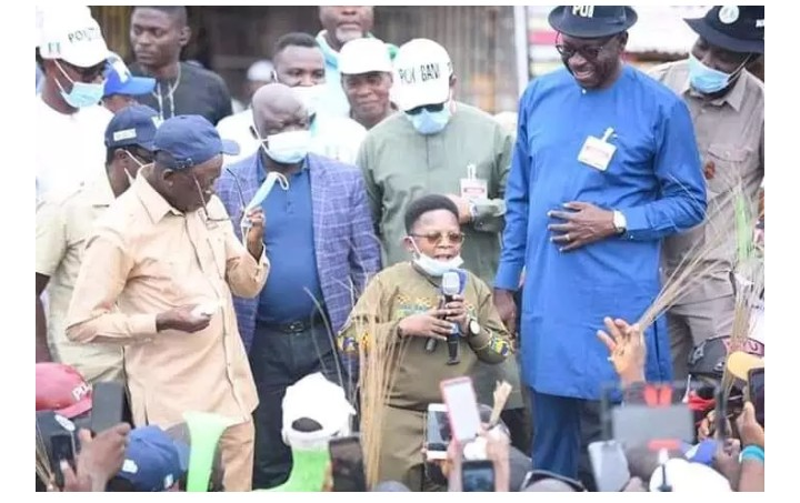 Nollywood Actor, Chinedu Ikedieze campaigning for APC