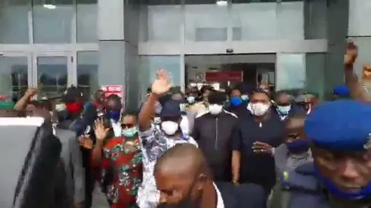 Wike Arrives Port Harcourt to a rousing welcome