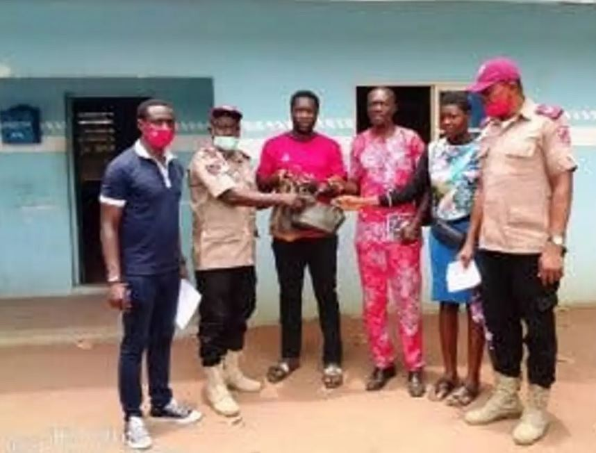 See What FRSC Officers Did With N716, 800 Recovered At An Accident Site