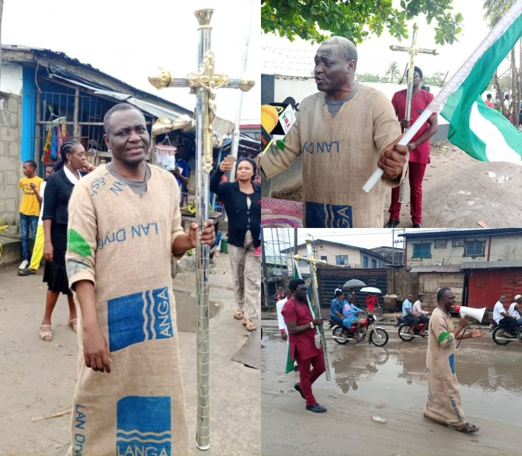 Jehovah Sharp Sharp dresses in sack cloth to warn President Buhari