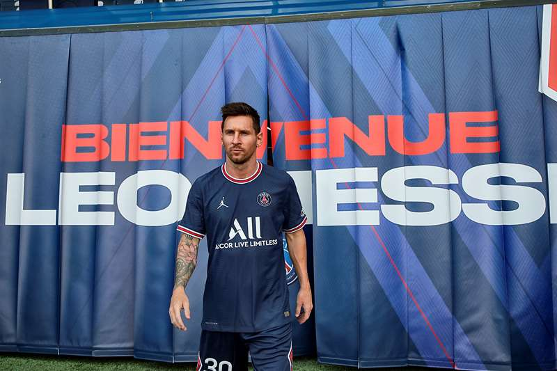 Lionel Messi signs for PSG