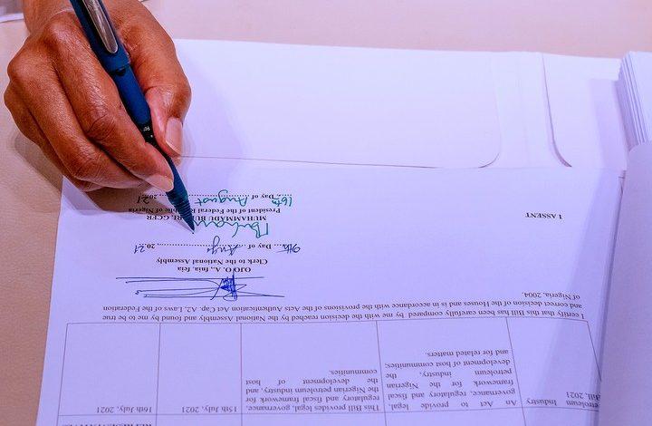 President Buhari signing PIB