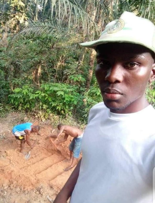 Ugwu build a stairwell for the community