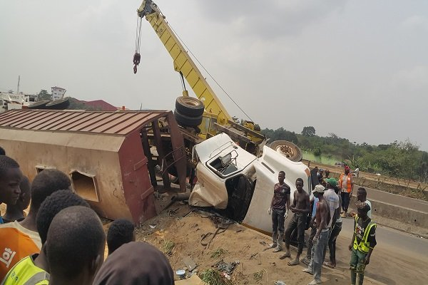 Commotion As Derailed Truck Kills Pedestrian On Lagos-Ibadan Expressway