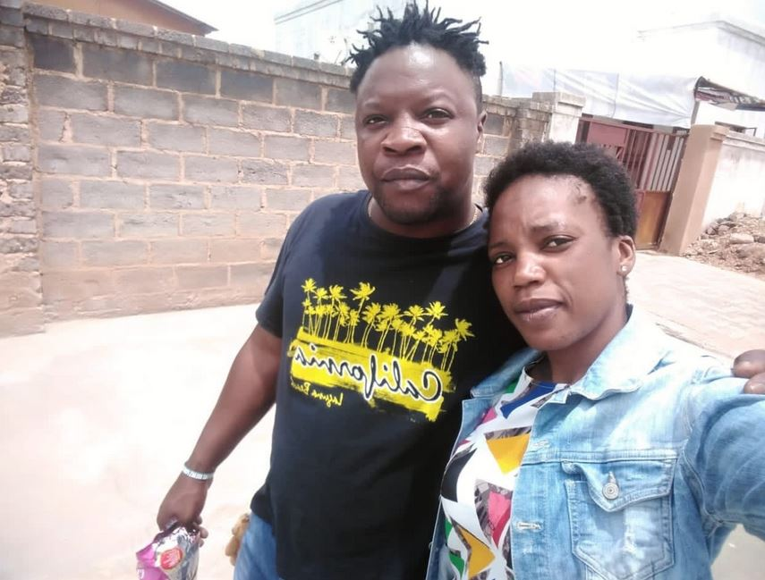 Man Who Caught His Wife Sleeping With His Friend In Their Home Takes Selfie